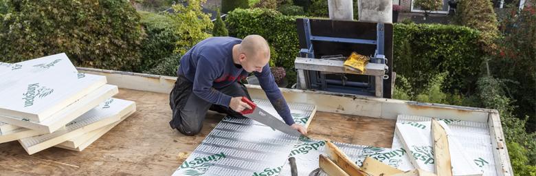 Hoe plat dak isoleren langs buiten?
